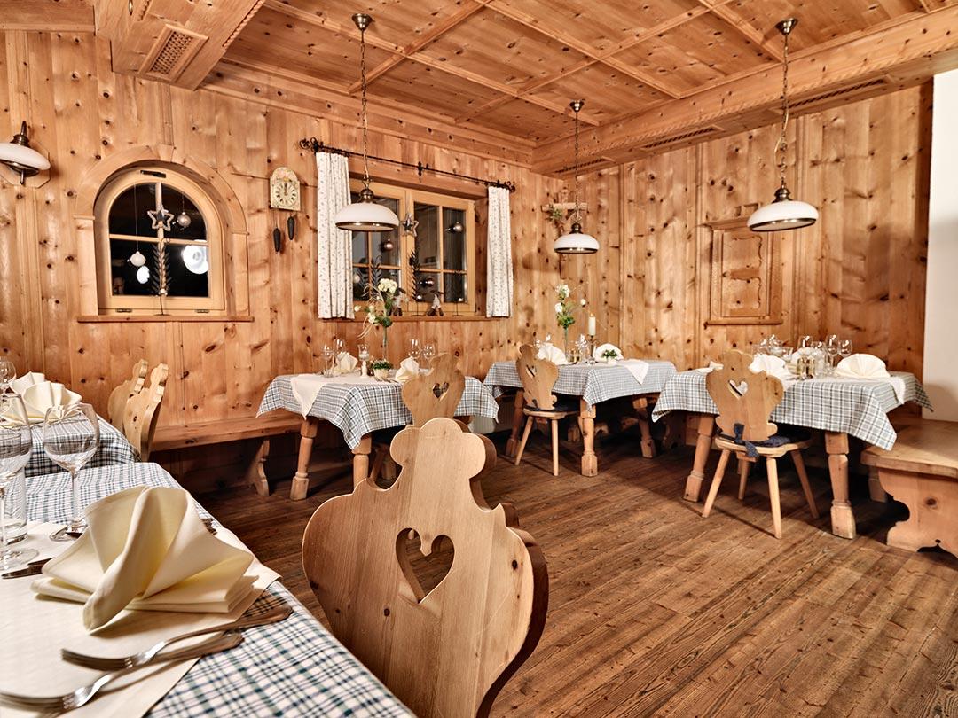 Restaurant Oetz Gasthaus Achwirt mit Terrasse im Ötztal in Tirol - Regionale Produkte, originelle Tiroler Gerichte